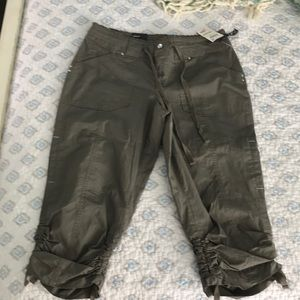 INC Cropped Pants NWT size 4. Curvy fit olive